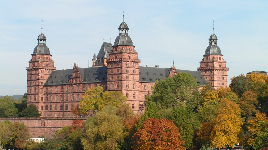 Blick von der Willigisbrücke auf das Schloss Johannisburg. Bild: Stadt Aschaffenburg/fkn