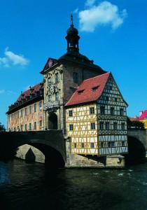 Das Alte Rathaus ist Teil der als UNESCO-Weltkulturerbe geschützten Altstadt von Bamberg. (Bild: BAYERN TOURISMUS Marketing GmbH)