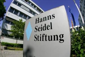 Der Eingang zur Hanns-Seidel-Stiftung in München. (Bild: HSS)