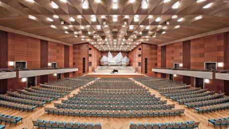 Panorama-Ansicht des großen Saals der Meistersingerhalle. (Foto: Christian Höhn / Stadt Nürnberg)