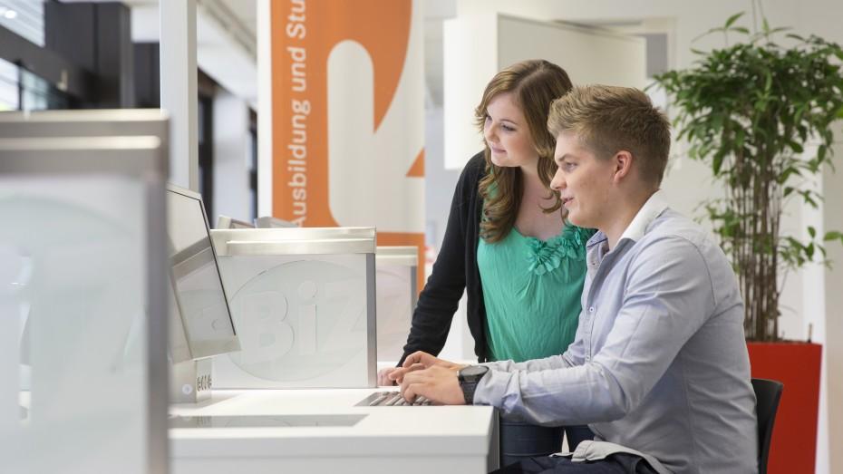 330.000 deutsche Jugendliche waren 2014 auf der Suche nach einem Job, im Jahr 2005 waren es noch 745.000. Bild: Bundesagentur für Arbeit