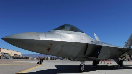"""Signalwirkung: Die USA verlegen Kampfjets des Typs F-22""""Raptor"""" nach Europa. Sie sollen eine abschreckende Wirkung auf Russland haben. DPA-Foto: Hannibal Hanschke"""