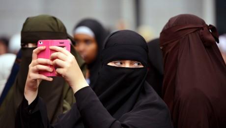Künftig verboten? Burkaträgerinnen in Deutschland. (Bild: Imago/epd)