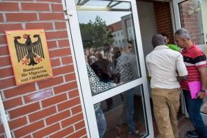 Das Bundesamt für Migration und Flüchtlinge ist mit der Bearbeitung der Asylanträge im Verzug. (Foto: imago/ Christian Ditsch)