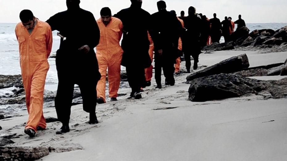 Die Täter können auch aus Europa gekommen sein: Im Februar 2015 köpfen Dschihadisten des Islamischen Staat an einem Strand in Libyen ein Dutzend koptische Christen. Bild: imago