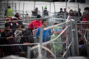 Migranten am Grenzübergang Sentilj - Spielfeld (Slowenien - Österreich). (Foto: imago/Christian Mang)