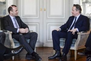 Manfred Weber mit dem britischen Premier David Cameron. (Bild: Archiv)