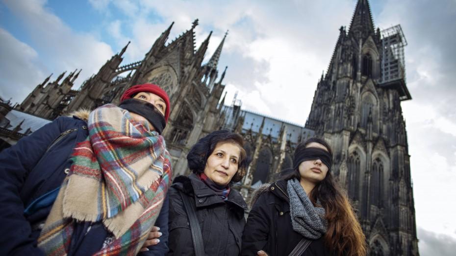 Schluss mit Gewalt gegen Frauen: Demonstration auf der Kölner Domplatte am Weltfrauentag 2016 am Bahnhofsvorplatz in Köln. (Foto: imago/C.Hardt/Future Image)