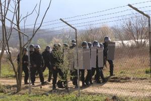 Führt die neue Flüchtlingsroute über Bulgarien? Polizisten an der Grenze bei Zlatarevo. (Bild: Imago/Xinhua)