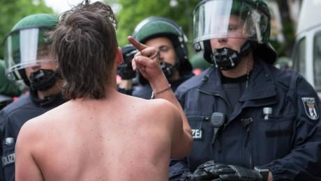 Die Anzahl linksextrem motivierter Gewalttaten ist auch in Bayern gestiegen. (Bild: imago/Christian Mang)