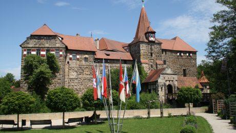 Das Wenzelschloss in Lauf, eine spätmittelalterliche Burg, die von Kaiser Karl IV. erbaut wurde. Sie erstrahlt nun in neuem Glanz und beherbergt eine Ausstellung über die Bauten des Kaisers. (Foto: Wolfram Göll)