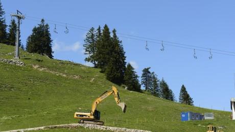 Bagger an der Baustelle des Speichersees am Oberen Sudelfeld im Sommer 2014 (Foto: Imago/Stefan Prager)