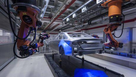 Im Dienst der Deutschen Automobilindustrie: Roboter von Kuka. (Bild: Imago/Stephan Görlich)