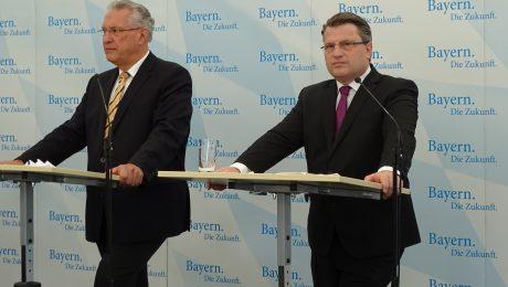 Sicherheit durch Stärke: Innenminister Joachim Herrmann (l.) und Justizminister Winfried Bausback stellten das neue Konzept vor. (Bild: avd)