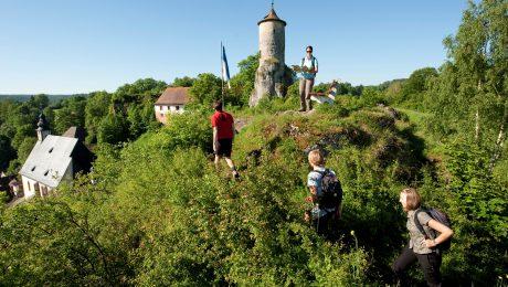 Wandern auf dem Fränkischen Gebirgsweg bei Waischenfeld. (Bild: FrankenTourismus/FRS/Hub)