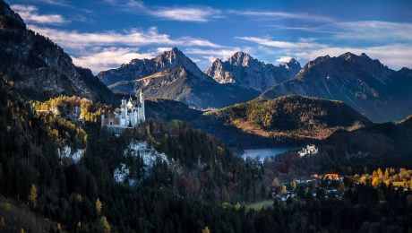 Zauberhaft und mysteriös: Blick vom Tegelberg auf Schloss Neuschwanstein. (Bild: Imago/Guth/Eibner-Pressefoto)