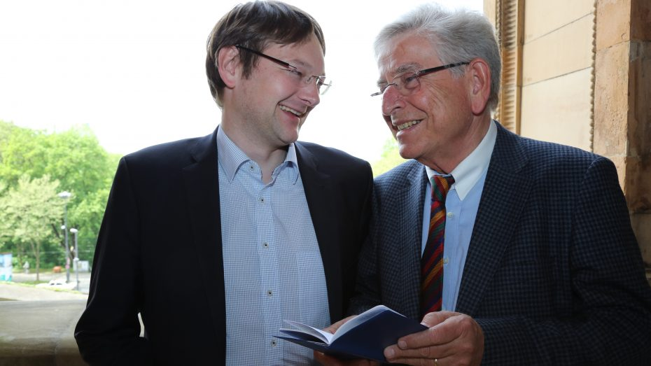 Generationen sprechen über die Rente; JU-Chef Hans Reichhart (l.) und SEN-Chef Thomas Goppel. (Bild: Anja Schuchardt)