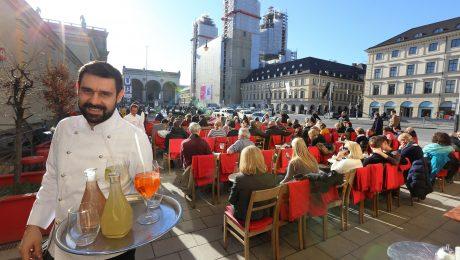 1A-Lage mit Sternchen: Das  Café Tambosi am Hofgarten zieht schon im Januar Sonnenhungrige an wie ein Magnet. Die Zukunft des Kaffeehauses ist ungewiss. (Bild: Imago/Westermann)