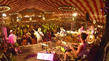 Auf dem Gäubodenfest gibt es sieben Festzelte. (Bild: Fotowerbung Bernhard/fkn)