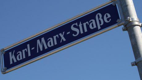 Dass in Ostdeutschland noch über 500 Karl-Marx-Straßen existieren, ist durch das DDR-Erbe erklärbar. Aber auch Städte wie Nürnberg (Bild) und München ehren den geistigen Vater des Kommunismus. (Foto: Wolfram Göll)