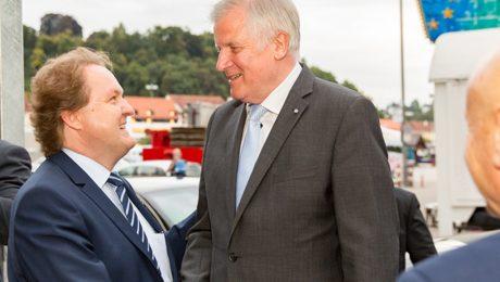 Landshuts OB-Kandidat Helmut Radlmeier (CSU) mit Bayerns Ministerpräsident Horst Seehofer. (Bild: CSU)