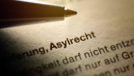 Aufgrund von Asylentscheidungen kommt es immer öfter zu Klagen vor Gericht. (Foto: Imago/Christian Ohde)