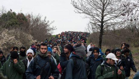 Kann sich so etwas wiederholen? Flüchtlingsstrom an der mazedonischen Grenze bei Idomeni Mitte März 2016. (Bild: Imago/Markus Heine)