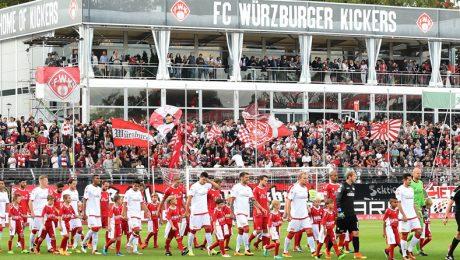 Das Stadion am Würzburger Dallenberg, in dem die Kickers in die Zweite Bundesliga aufgestiegen sind, bedarf dringend einer Modernisierung. (Foto: Sportfoto Rudel/Imago)