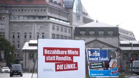Brüder im Geiste: Wahlplakate der Randparteien AfD und Die Linke in Berlin. (Bild: Imago/Ipon)