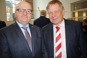 Bei der Eröffnung der Landesausstellung zu Kaiser Karl IV. in Nürnberg: Der tschechische Kulturminister Daniel Herman (l.) und CSU-Landtagsfraktionsvize Karl Freller (r.). (Foto: Wolfram Göll)