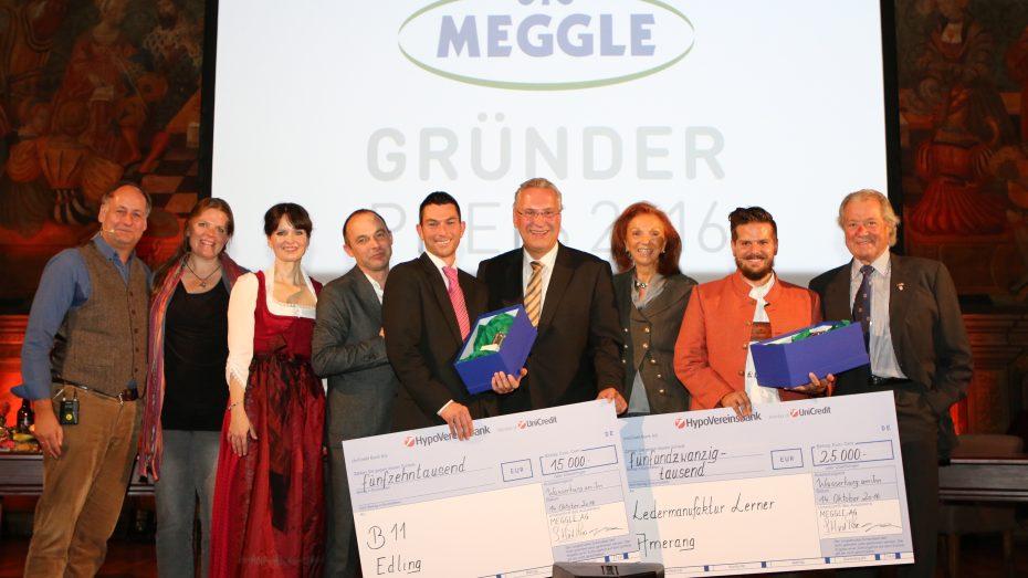 Gründer fördern (v.r.): Toni Meggle, Klaus Lerner (1. Preis), Marina Meggle, Staatsminister Joachim Herrmann, Dirk Huber (2. Preis), Marcus Fußstetter (3. Preis), Sonja Lechner, Christine Völzow, Gerd Maas. (Bild: Meggle)