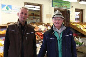Familie Breu verkauft seit über 50 Jahren Gemüse auf dem Elisabethplatz. (Bild: A. Schuchardt)