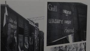 """Die verzweifelten Vertriebenen, hier Ungarndeutsche, dankten Gott für die humane Aufnahme in Bayern.(Ausstellung """"Heimatweh"""", Nürnberg. Foto: Wolfram Göll)"""