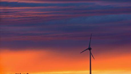 Windkraft im Sonnenuntergang