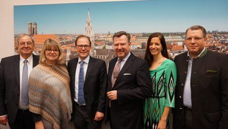 Der neue CSU-Fraktionsvorstand im Münchner Stadtrat: (v.l.): Hans Podiuk, Evelyne Menges, Manuel Pretzl, Josef Schmid, Kristina Frank und Michael Kuffer. (Bild: CSU München)