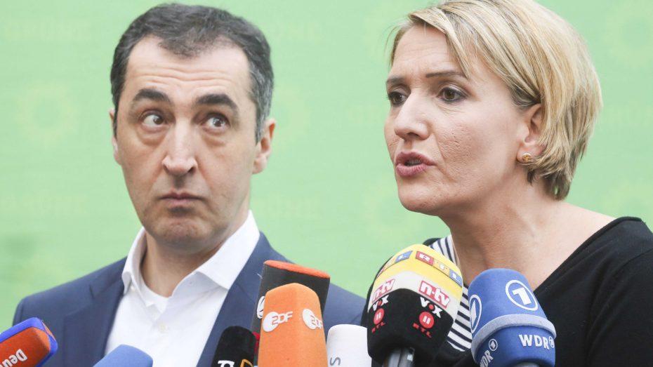 Alles ist wichtiger als Innere Sicherheit: Parteichefs Cem Özdemir (l.) und Simone Peter bei der Spitzen-Klausur der Grünen. (Foto: Mauersberger/imago)