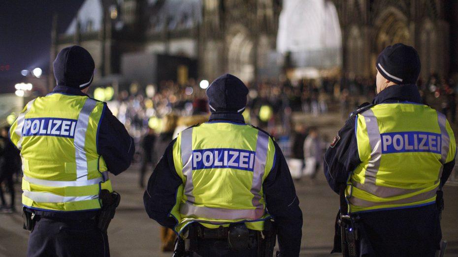 Endlich Sicherheit: Viele Polizisten sicherten heuer an Silvester den Domplatz in Köln. (Bild: Imago/Future Image/C. Hardt)