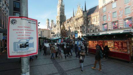 Mehr Videoüberwachung soll die Kriminalität bekämpfen und Straftaten aufklären, wie hier am Münchner Marienplatz. (Bild: Imago/Ralph Peters)