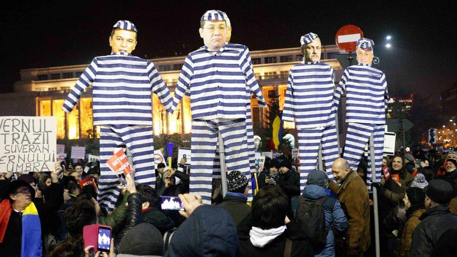 500.000 Rumänen fordern den Rücktritt der sozialistischen Regierung. Diese Demonstranten in Bukarest fordern sogar Gefängnis für die gesamte Sozialisten-Führung: Von Parteichef Dragnea über Ex-Premier Ponta bis zum Ex-Präsidenten Iliescu. (Foto: Imago/ZUMA-Press)