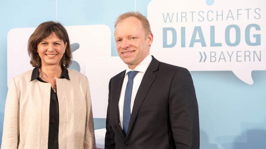 Bayerns Wirtschaftsministerin Ilse Aigner hatte Ifo-Präsidenten Clemens Fuest zu Gast. (Foto: StMWi)
