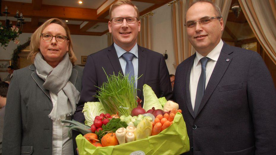 Matthias Grätsch  (Mitte) ist Bürgermeisterkandidat der CSU im schwäbischen Gundelfingen. (Bild: fkn)