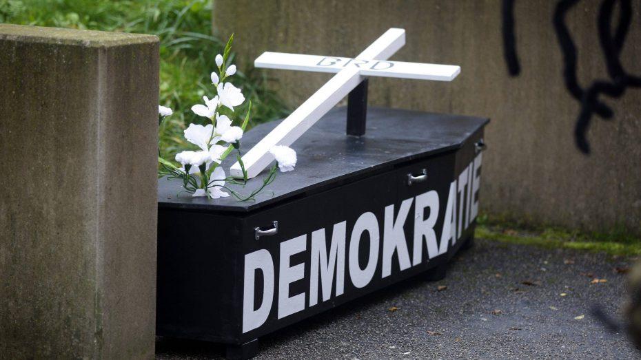 Das Vertrauen in die deutsche Demokratie sinkt. (Bild: Imago/pictureteam)