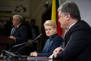 Litauens Präsidentin Dalia Grybauskaite und der ukrainische Präsident Petro Poroschenko (r.). (Bild: Imago/Ukrainian News/M. Palinchak)