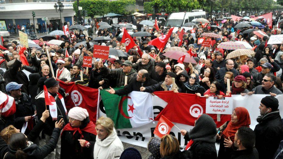 Im Januar haben Tausende Tunesier gegen die Rückkehr von terrorverdächtigen Landsleuten aus Syrien und dem Irak protestiert. (Foto: Imago/Chokri Mahjoub)