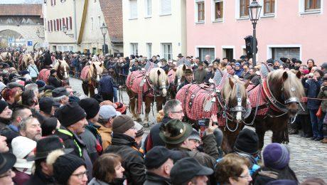 Bis zu 20.000 Besucher schauen sich das Spektakel an. (Bild: A. Schuchardt)