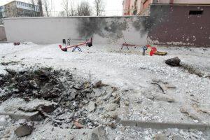Region Donezk: Auch ein Kinderspielplatz wurde von Artilleriegranaten getroffen. (Bild: Imago/Itar-Tass/Valentin Sprinchak)