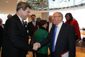 Staatsminister Markus Söder (l.) mit dem Präsidenten der Vereinigung der Bayerischen Wirtschaft, Alfred Gaffal. (Bild: Bayerische Staatskanzlei)