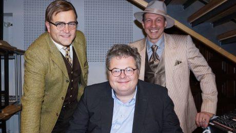 Theater-Team: Regisseur Dorow (M.), umringt von seinen Darstellern Eichinger (l.) und Jünger. (Foto: D. Roettig)