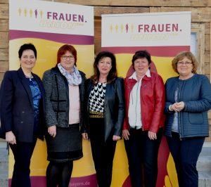 Gudrun Zollner (Mitte) hat mit ihrer Mannschaft der FU Niederbayern 2017 einiges vor. (Foto: FU Niederbayern)