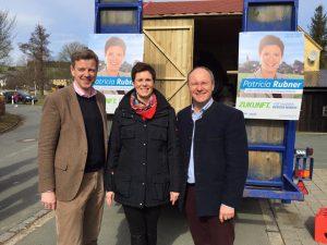 Landrat Oliver Bär (links) und MdL Alexander König mit der jetzt gewählten neuen Bürgermeisterin im Berger Winkel Patricia Rubner. (Foto: A. König)